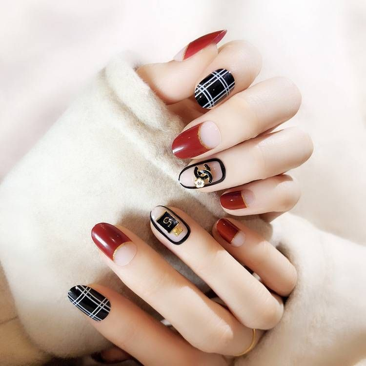 fake nails with glue